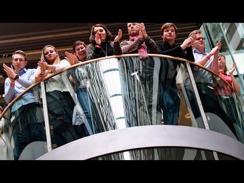 أعضاء الحزب الاشتراكي الديمقراطي يؤيدون الانضمام للائتلاف الحكومي مع ميركل  - 11:23-2018 / 3 / 5