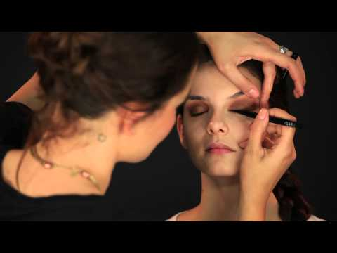 Sephora: Tutorial Nars | Olhos esfumados from YouTube · Duration:  4 minutes 54 seconds