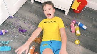 Max y Katy limpian su habitación