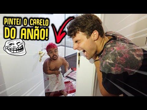 COLOCAMOS TINTA NO SHAMPOO DO ANÃO!! ( CABELO ROSA ) - TROLLANDO O ANÃO [ REZENDE EVIL ]