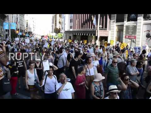 Spain: Thousands march in Madrid demanding govt. to welcome more refugees
