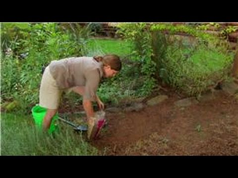 Gardening Preparation Tips : How to Mix Peat Moss & Topsoil