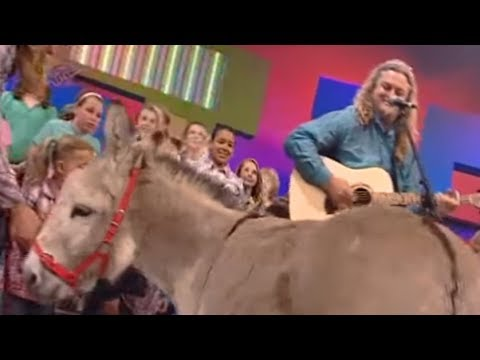 Craig Smith performs Wonky Donkey on What Now!
