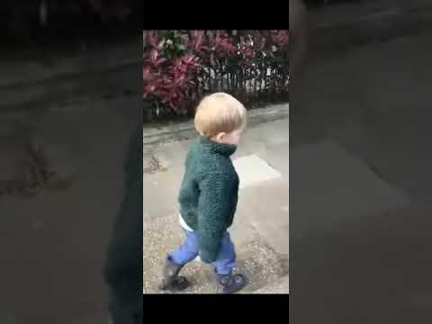 İngiltere'de sabah Gold Morning Diyen çocuk