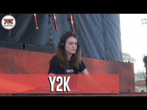 Y2K Performs