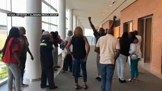 الإفراج عن أمريكي أسود قضى في السجن 36 سنة لأنه سرق.. 50 دولارا من مخبز!…