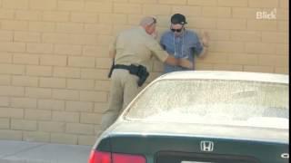 Magier bietet Polizist Marihuana an