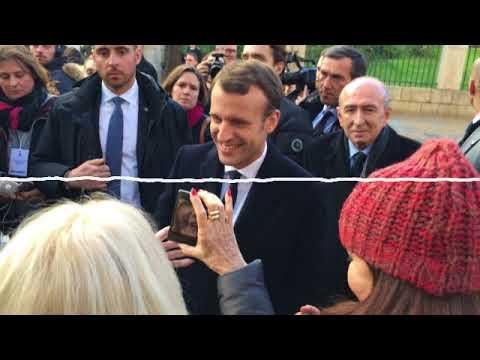 Emmanuel Macron touché par l'accueil en Corse