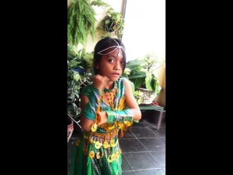 Anak kecil tari india