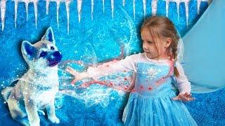 ХОЛОДНОЕ СЕРДЦЕ Эльза учит МГНОВЕННОЙ заморозки воды и снежный пес Эльзы