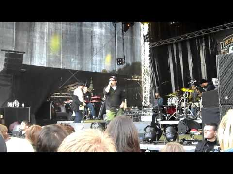 House Of Pain - Just Another Victim + Put On Your Shit Kickers (Serengeti Festival 2011)