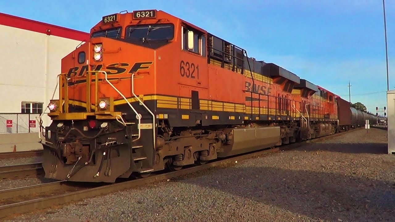 Quick Stop Oil Change >> BNSF ES44AC #6321 leads Oil Train north through Vancouver