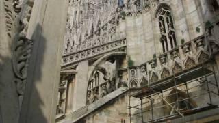 Миланский собор.avi(Миланский соборМиланский собор (итал. Duomo di Milano) — кафедральный собор в Милане. Построен в стиле пламенеющей..., 2010-06-01T12:13:14.000Z)