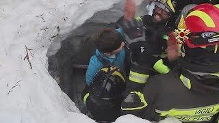 """Отель """"Ригопьяно"""": пятерых извлекли на поверхность, из-под завалов слышны голоса детей"""