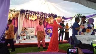 Amazing Pengantin menari Pakiring!!!