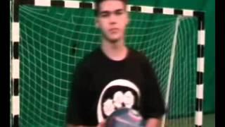 обучение трюку удержание мяча на голове (freestyle headstall)