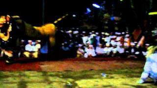 Repeat youtube video Ratu Gede Payangan Mesolah At Apuan