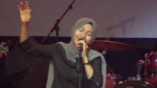 Download lagu Harusnya Aku - Armada ... Sudahi Perih Ini - d'Masiv (Feby Putri live SMAN 1 Banyumas)