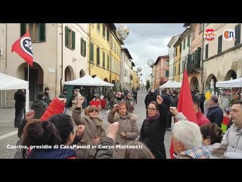 """Cascina, """"Bella Ciao"""" cantata contro il banchetto di CasaPound"""