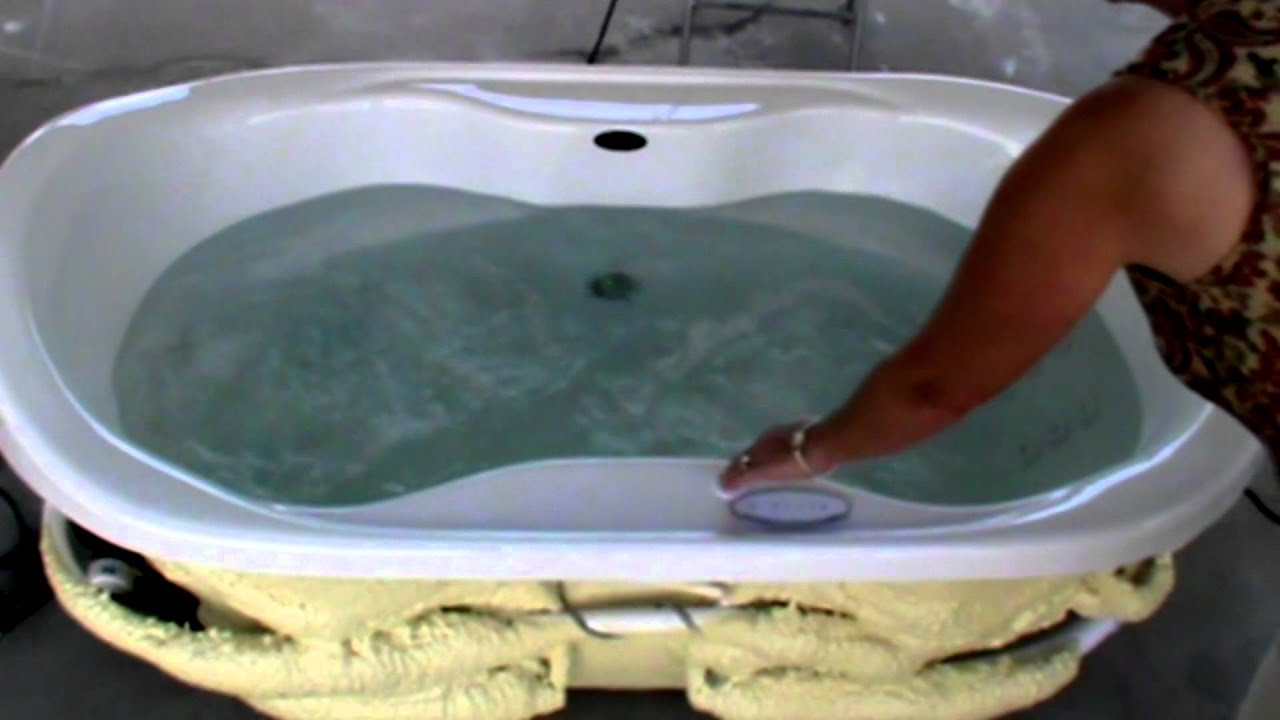 IZZI Whirlpool with Dual therapy for two.mp4 - YouTube