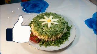 """Салат """"Восторг"""" с черносливом, курицей и грибами"""