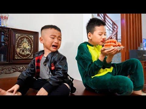 Dũng Còi Lanh Chanh Giành Đồ Ăn Bị Sưng Môi - Anh Em Siêu Quậy | Phi Đội Chuồn Chuồn