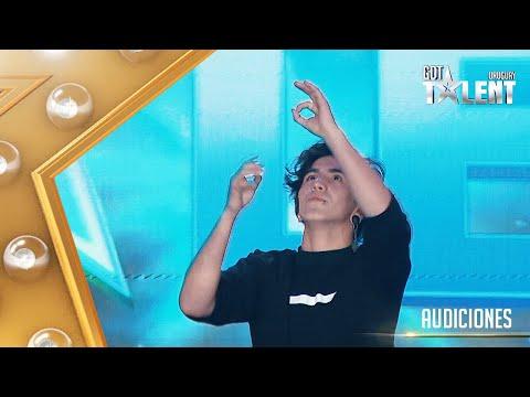 ¡EMILIANO interpretó una canción con lengua de señas!