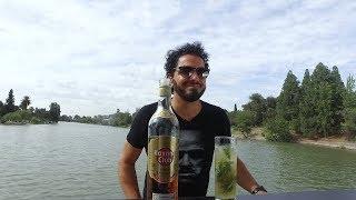 Martín Olivera prepara un Mojito en el lago del Parque San Martín