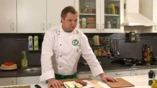Медальоны из говядины с горчичным соусом - видеорецепт