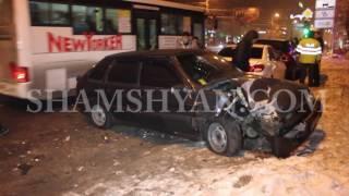 Ավտովթար Երևանում  բախվել են Samand ն ու «09» ը, վերջինը բախվել է կայանված Porche ին և BYD ին