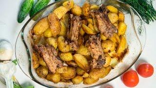 Молодой картофель с ребрышками в духовке