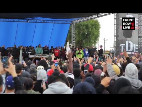 """Big Sean & Kendrick Lamar perform """"Blessings"""" at Nickerson Garden Projects"""