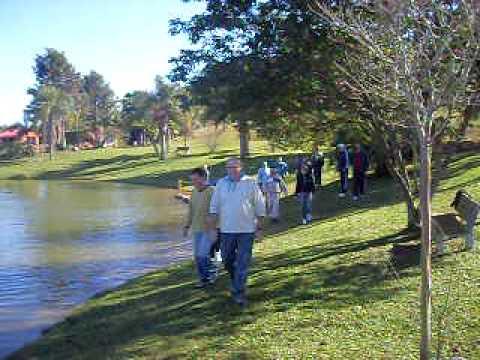 Equipe jugasa - dinâmica: volta no lago com a bola...