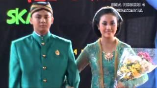 Lomba keluwesan Busana Adat Lulusan 2013 SMAN 4 Surakarta