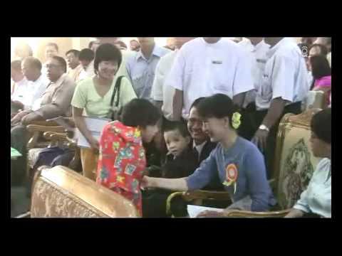 Daw Aung San Suu Kyi went Shwe min thar foundation (Myanmar) 4 year's celebrate