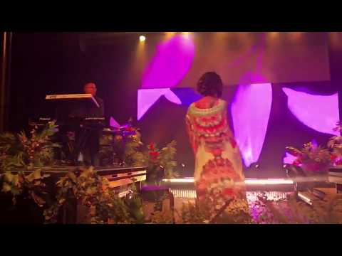 Jhené Aiko — Sing to me performance ft. Nami Love
