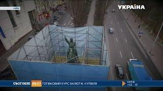 Злодії декомунізували легендарний пам'ятник Щорсу в Києві