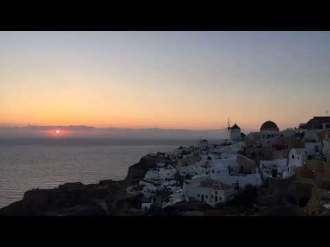 Time-lapse: Sunset in 20 seconds at Oia, Santorini, Greece