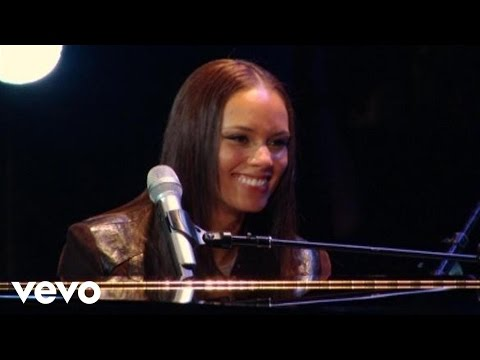 Alicia Keys - Fallin' (Live at NYU Yahoo Pepsi Smash)