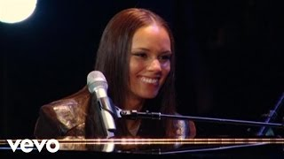Смотреть клип Alicia Keys - Fallin'