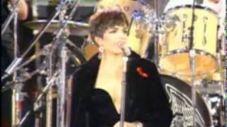Queen &  Liza Minelli - We Are The Champions (Freddie Mercury Tribute Concert)