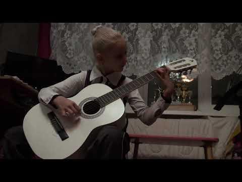 """Эмилия Круглова (8 лет) - """"Во поле берёза стояла"""" (классическая гитара)"""