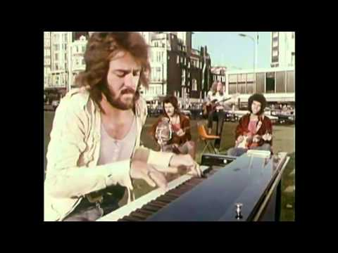 MUNGO JERRY - In The Summertime (1970 Street Video Clip) *** HD ***