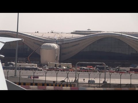 Etihad Airways : takeoff from Abu Dhabi airport 2016 04