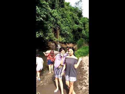 Gadis Desa di Bali Tertangkap Kamera Mandi DIsungai