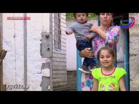 Они называют себя самыми богатыми в городе - многодетная семья в Буйнакске воспитывает 10 детей