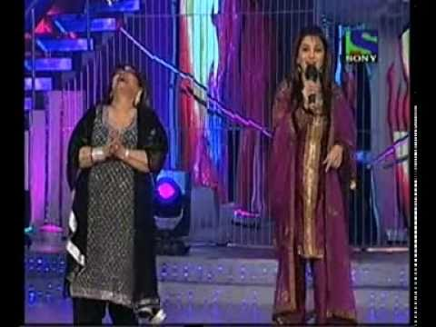 Madhuri Dixit with Saroj Khan on Jhalak Dikhla Ja