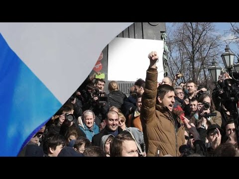 Russia protesters outraged over bribe-taking claims