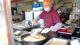 노부부의 정겨운 엄마사랑분식 사과 멘보샤,갓김밥,고기김…