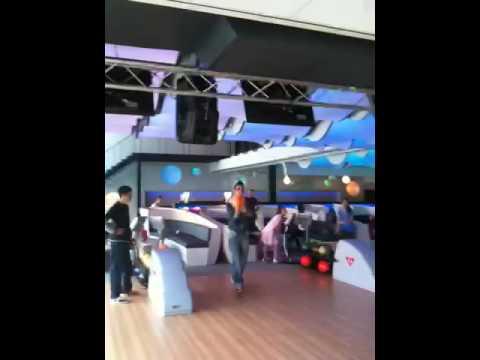 Nieuwe bowlinghal pathe de kuip youtube for Pathe the kuip